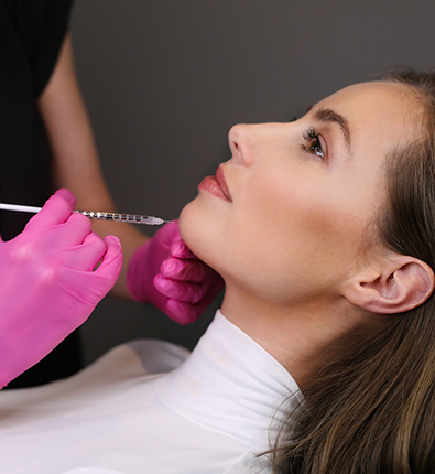 Botox_Nubret-hage_Kvinde_Sprøjte-395x430